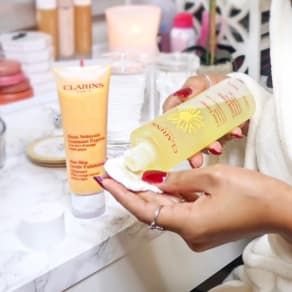 "Clarins GWP Pre-Sale ""Destination Gifts"""