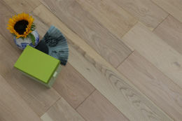 Natural Engineered Flooring Oak Non Visible UV Oiled 15/4mm By 260mm By 2200mm