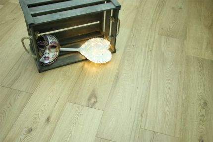 Natural Engineered Flooring Oak UV Lacquered 14/3mm By 260mm By 2300mm