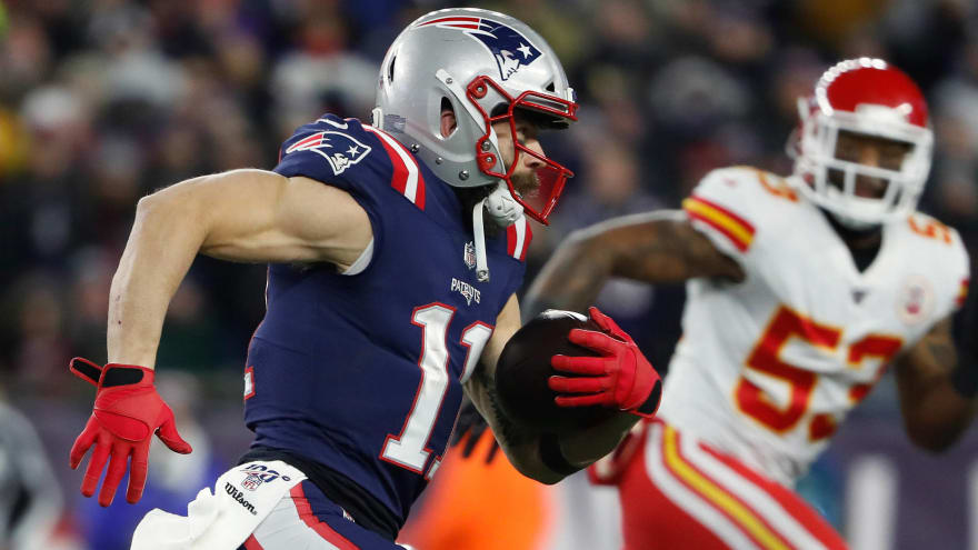 Julian Edelman Playing With Serious Shoulder Injury