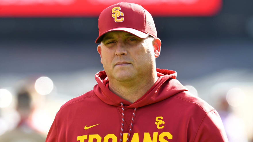 Twitter reacts to USC keeping Clay Helton | Yardbarker