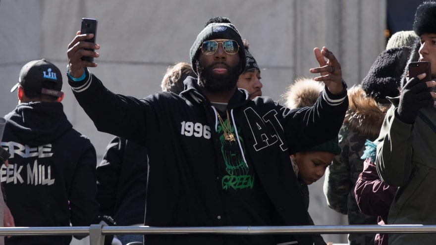 18a5f0a8c69 Malcolm Jenkins uses only hand-written signs to react to White House snub