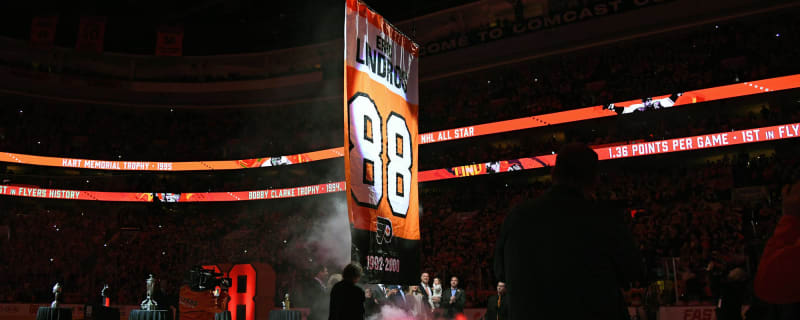 WATCH  Flyer retire Eric Lindros  No. 88 06cbc5484
