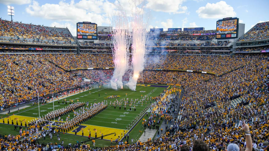 25 best college football stadiums in the country | Yardbarker