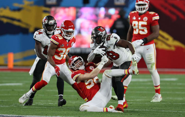 Chiefs lose both trench battles in rout