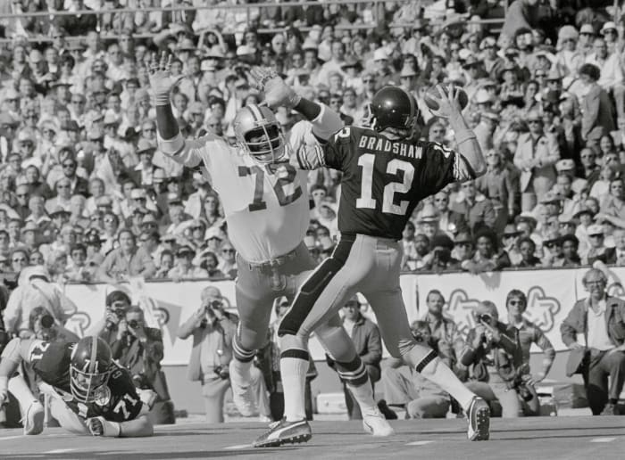 Super Bowl X: Terry Bradshaw, Pittsburgh Steelers, and Roger Staubach, Dallas Cowboys