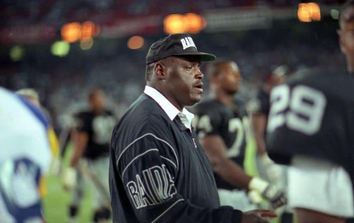 1989: First Black NFL Head Coach: Art Shell
