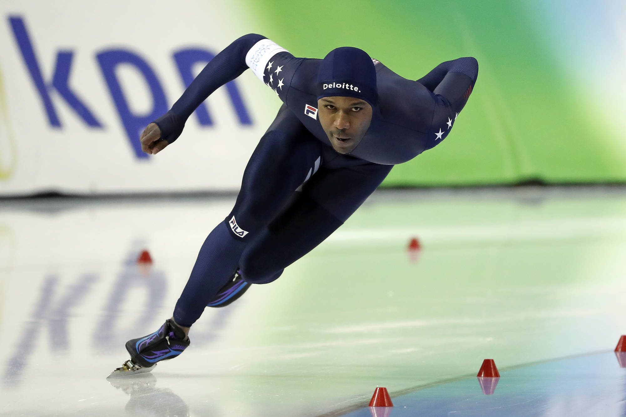 Shani Davis skips opening ceremony after coin toss controversy