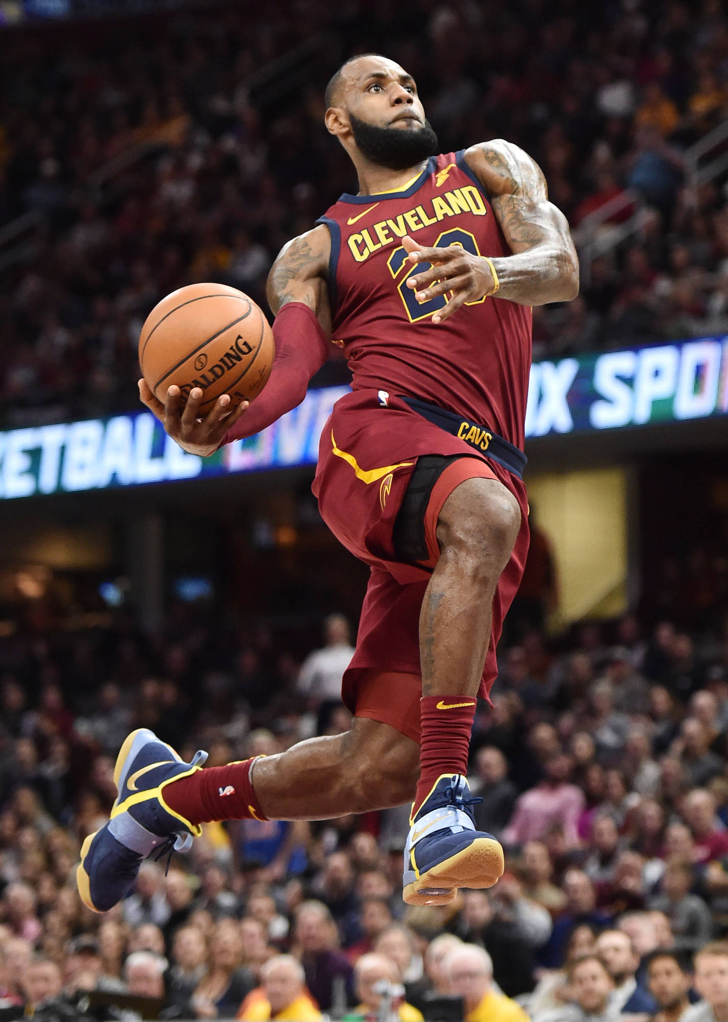 WATCH: LeBron James' showboating attempt on dunk attempt ...